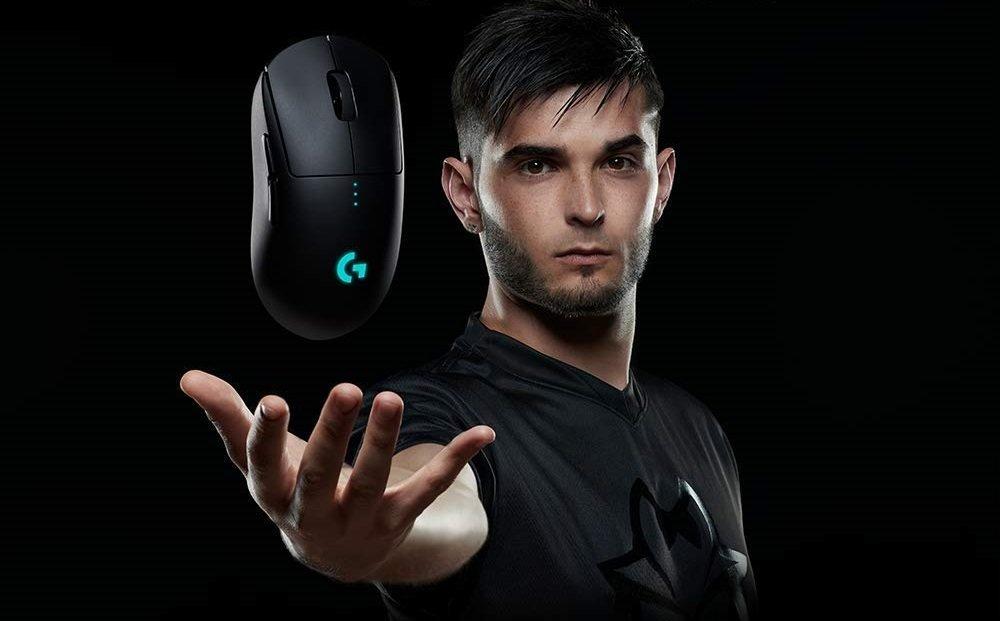 Image of pro player holding Logitech G Pro Wireless