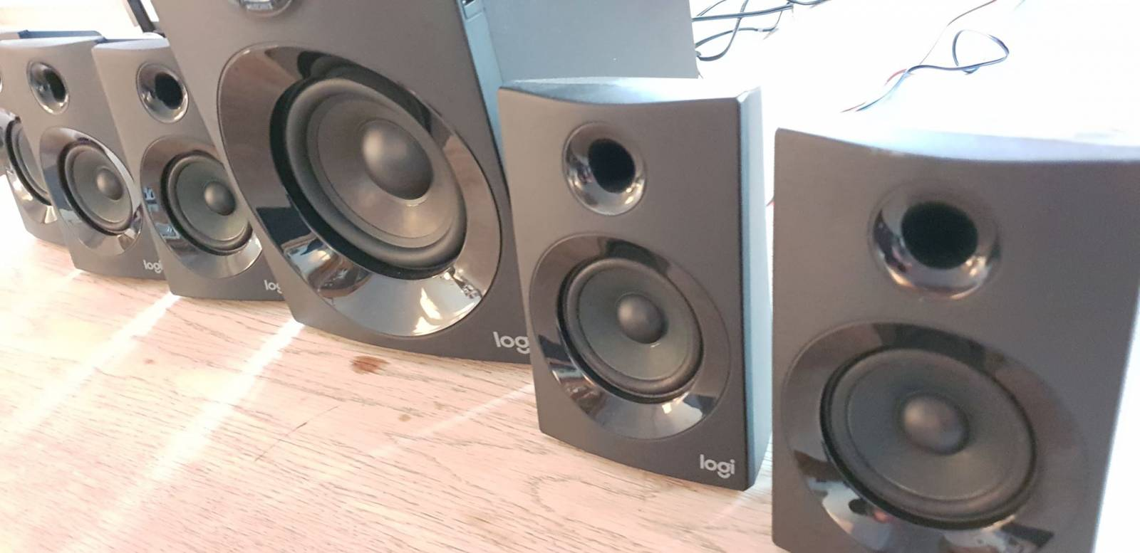 Sideview image of 5 PC speakers