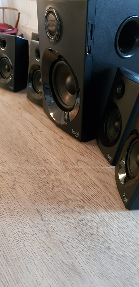 Front vertical view of black PC speakers