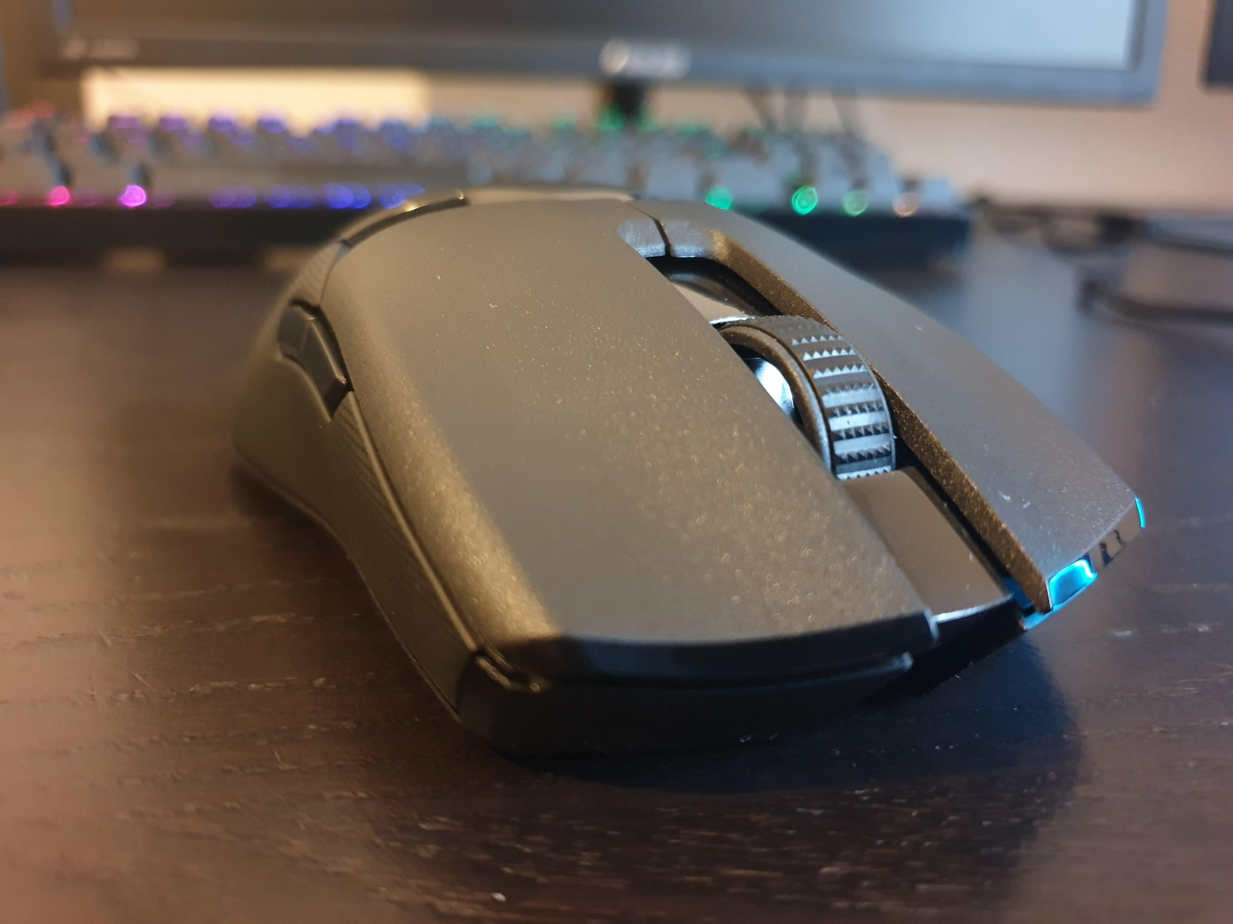 Frontal image of Viper Ultimate mouse