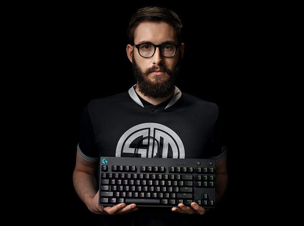 Image of professional player holding G Pro keyboard